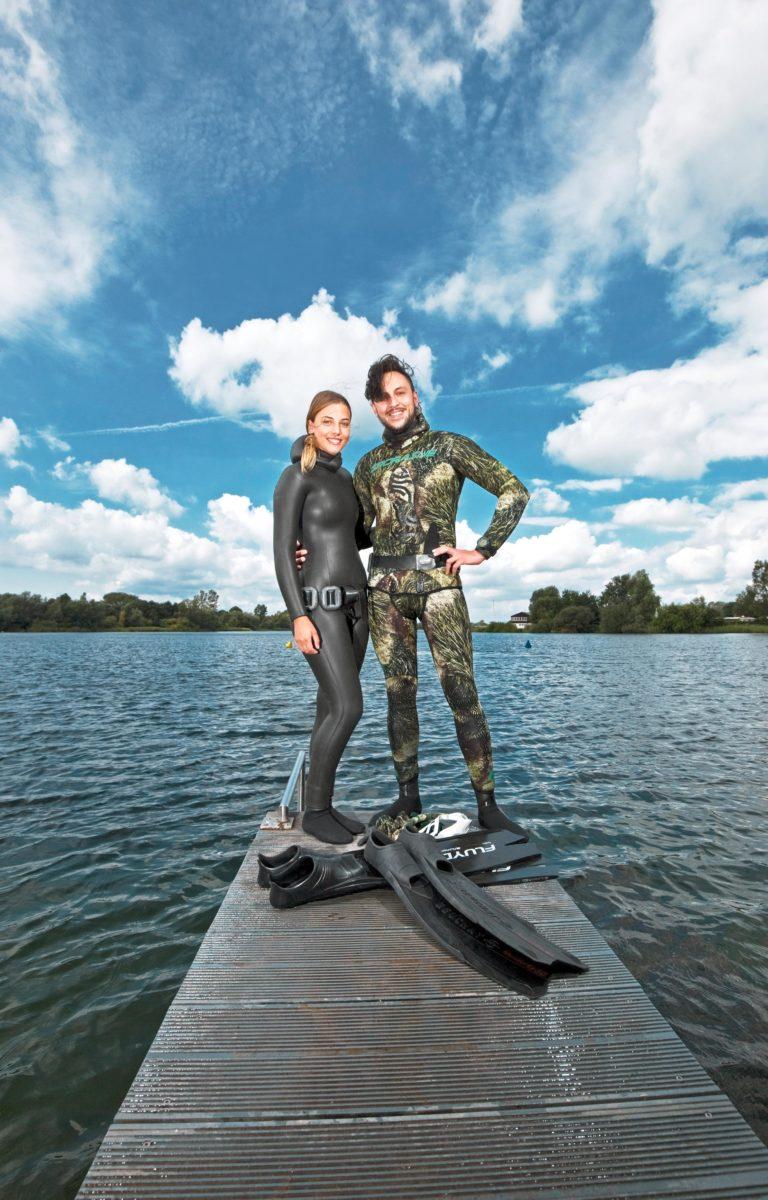 Weltrekordler Tolga Taskin und Apnoetaucherin Lola Armbrust schwören auf Entspannungsübungen, bevor sie mit nur einem einzigen Atemzug viele Meter auf Tiefe gehen.