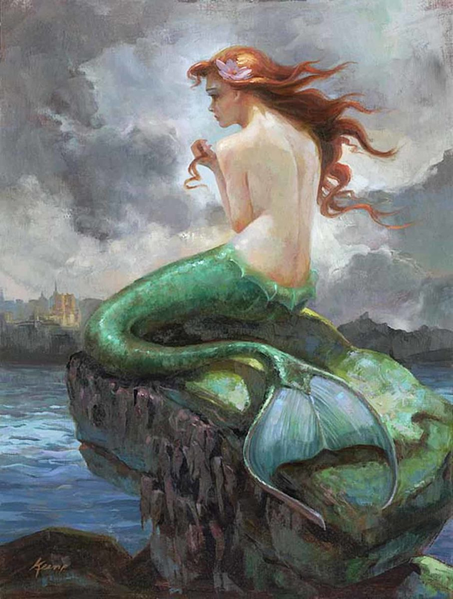 Die kleine Meerjungfrau im Gemälde – und in einer Pose, wie sie auch als Bronzefigur an der Uferpromenade Kopenhagens sitzt.  Artwork: The Little Mermaid - At Odds with the Sea by Lisa Keene
